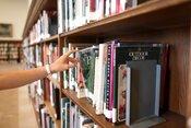 Pre študentov STU: zdarma online literatúra či MATLAB