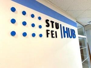 Slávnostné otvorenie HUB-u na FEI STU. Na čo sa študenti môžu tešiť?